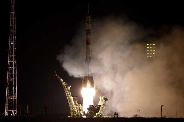 La nave Soyuz salió de Kazajistán este viernes con destino a la Estación Espacial Internacional.