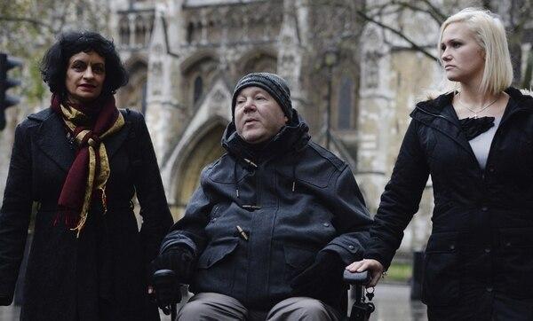 Paul Lamb a su llegada al Tribunal Superior de Londres, Reino Unido. Los ciudadanos exigieron reformas legales para cambiar las leyes de eutanasia en Reino Unido, y que los médicos puedan