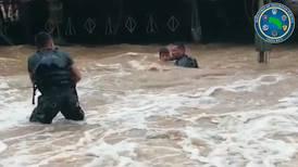 (VIDEO) Curso en Marina de EE. UU. ayudó a oficial de fronteras a ejecutar rescate de familia en Sixaola