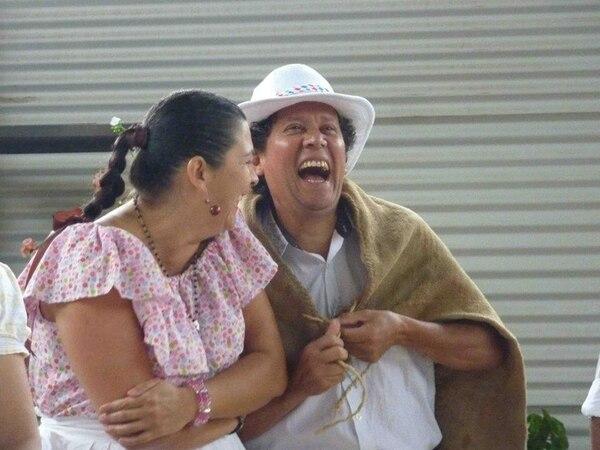 Jeannette Cascante y Luis Ruiz en 'Juegos de copleros de hoy y antaño'.   TEATRO NACIONAL