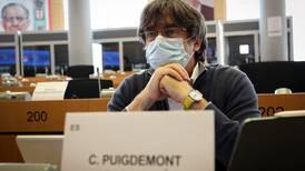 Líder independentista Carles Puigdemont regresó a Bruselas luego de arresto en Italia