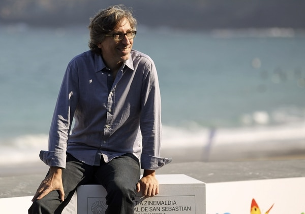 El realizador David Trueba posa tras la proyección de la película 'Vivir es fácil con los ojos cerrados', una sesentera que compite en la Sección Oficial del Festival de Sebastián.