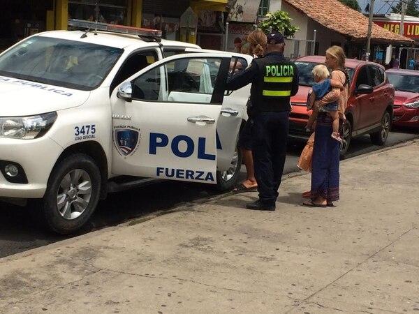 La Fuerza Pública de Liberia recogió el 19 de junio pasado a la familia mientras estaba en el parque de Liberia. La llevaron al PANI, debido al riesgo para las niñas, donde les hicieron una advertencia.