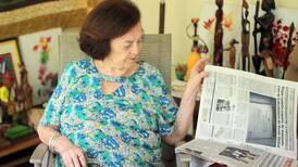 'La Nación' y un majestuoso guapinol acompañan a José Fabio y Flora hace más de 70 años