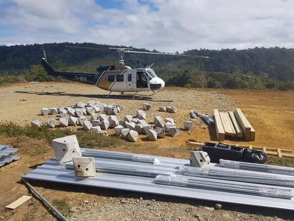 Los traslados en helicóptero solamente se realizan cuando es indispensable, pues un servicio muy costoso. Foto: Cortesía Wálter Brenes.