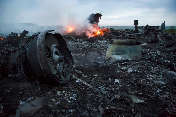 Parte de los escombros del avión de Malaysia Airlines que cayó en el este de Ucrania, en el 2014.