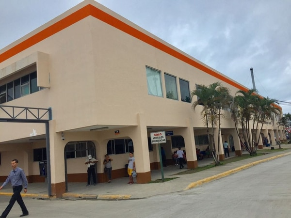 Chitá salió del Hospital Tony Facio, en Limón, horas después del ataque. Foto: Raúl Cascante, corresponsal GN