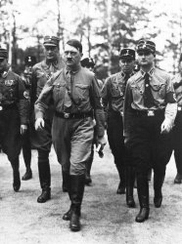 Boss diseñó los trajes de las Waffen SS, la guardia pretoriana de Hitler; y el de las SA, una organización paramilitar y las juventudes hitlerianas. Fotografía: Archivo/La Nación