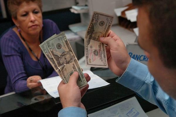 El precio del dólar ha aumentado un 11% este año.   ARCHIVO/MARIO ROJAS