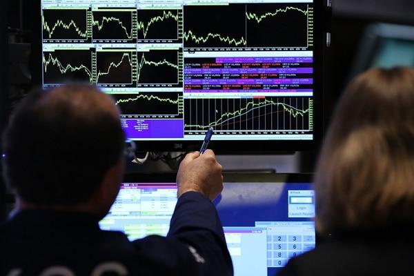 Las ganancias del mercado en Wall Street no son inusitadas. Después de pronunciados declives, la recuperación de las acciones es a menudo profunda. Desde 1932, ha habido 13 mercados alcistas, definidos como ganancias de más del 20%, según Standard & Poor. En todos ellos, las acciones se han elevado un promedio de 165% sobre la base del índice S&P de 500 acciones.   AFP