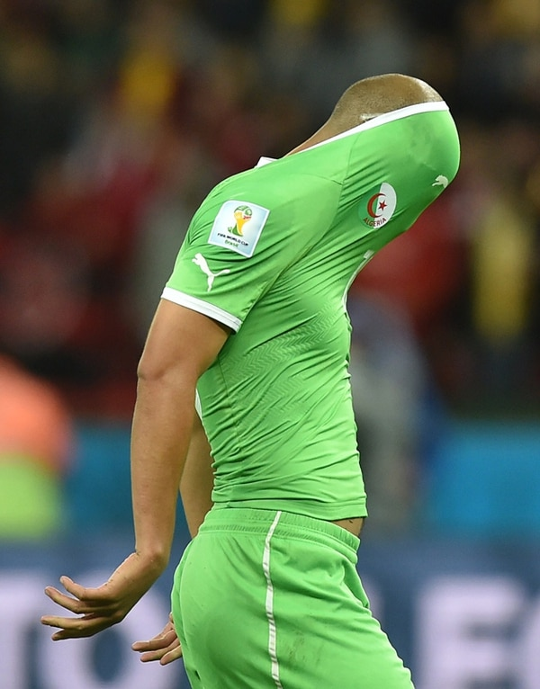 Todo consumado. El gesto de este argelino es elocuente. | AFP