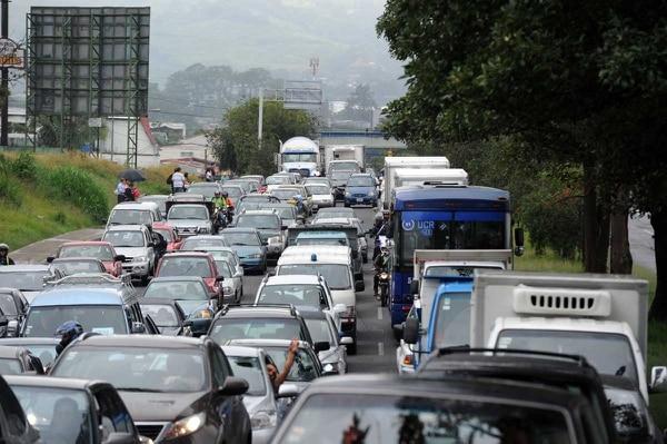 Miles de conductores sufrieron esta mañana producto del caós que se originó en la vía que va de Hatillo hacia Pavas a causa del cierre.