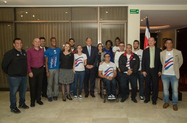 En Casa Presidencial se le hizo un homenaje a los atletas ticos que actuaron en Río 2016.