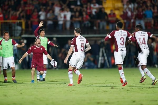El brasileño Henrique Moura había marcado solo un gol con Saprissa hasta este domingo, cuando concretó doblete en el Morera Soto. Fotografía José Cordero