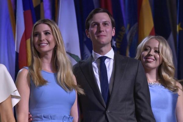 La hija de Donald Trump, Ivanka (izq), y su marido, Jared Kushner, en Nueva York el día de las elecciones presidenciales.