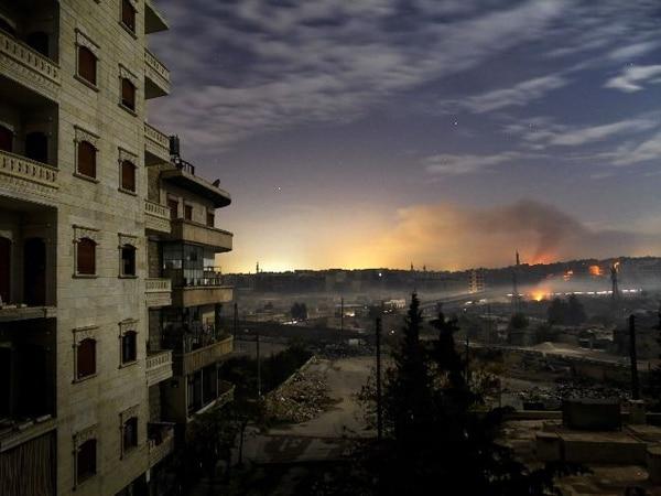 En los distritos de Hanano and Bustan al-Basha, en la ciudad siria de Alepo, la devastación era evidente hoy al amanecer.   AFP.