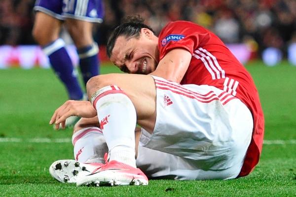Zlatan Ibrahimovic se lesionó el jueves en partido del Manchester United ante el Anderlecht.