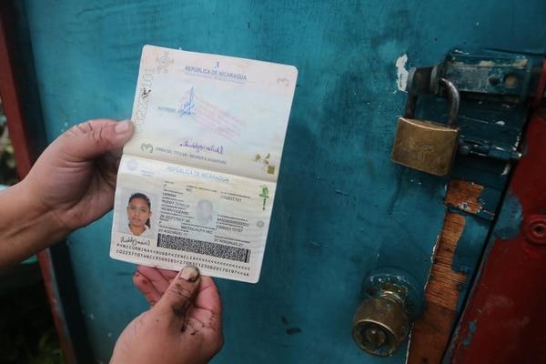 El pasaporte de Ruddy Urbina apareció entre los escombros que dejó un alud en Llano Grande de Cartago. La joven falleció en el suceso.