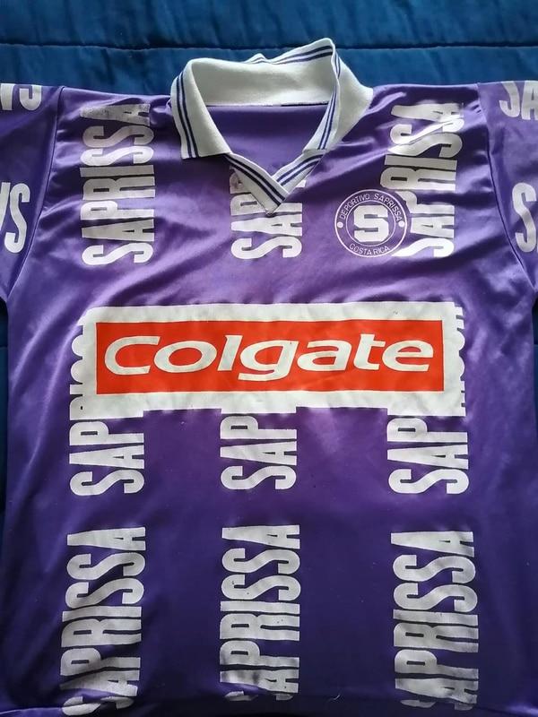 Esta fue una de las camisetas que usó el club en 1995-1996. Foto: Cortesía