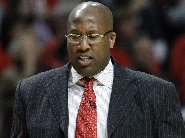 Mike Brown ya no será más el entrenador de los Lakers de Los Ángeles. /Archivo
