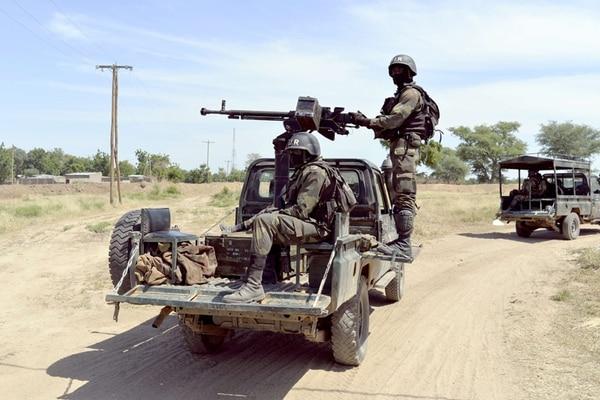 Soldados de Camerún patrullan desde diciembre la zona norte del país, la cual ha sido atacada por islamistas del Boko Haram. | CAFP