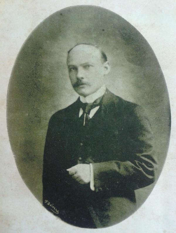 Un retrato poco conocido de Rogelio Fernández Güell publicado en su libro de poesías de 1918. Foto: Cortesía de Tomás Arias.