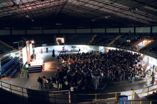El Gimnasio Nacional resultó un foro hostil para un evento de conferencias.   FOTO: CAROL ENCISO Y KAPLAN PIRGON