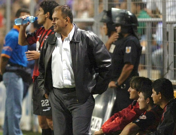 Álvaro Solano dirigirá al equipo de Jozef Miso en el juego de homenaje para el eslovaco.