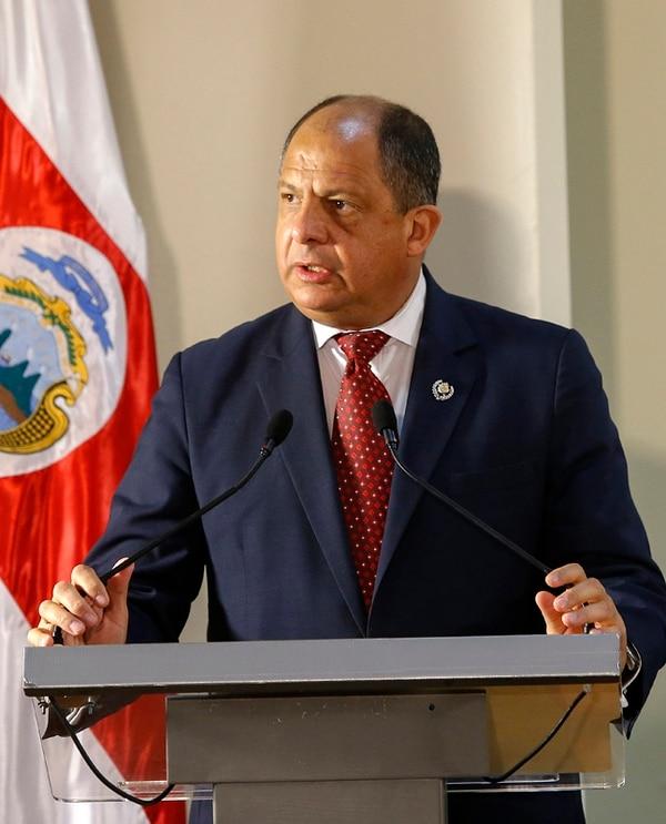 El presidente Luis Guillermo Solís, el 17 de abril en Zapote, cuando anunció al nuevo ministro de la Presidencia, Sergio Alfaro. Una semana antes, había pedido la renuncia de la cúpula del Micitt. | MAYELA LÓPEZ.
