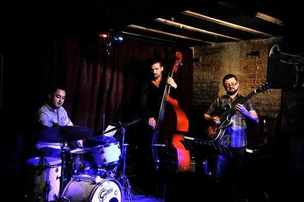 21-07-16, Barrio Amón San José, El Sótano de Amón Solar, concierto de Kenneth Dahl Knudsen Trio, foto Rafael Murillo
