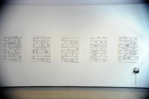 Partituras generó, mediante un software, una notación musical con base en la grabación de voz de un migrante retornado a Honduras.