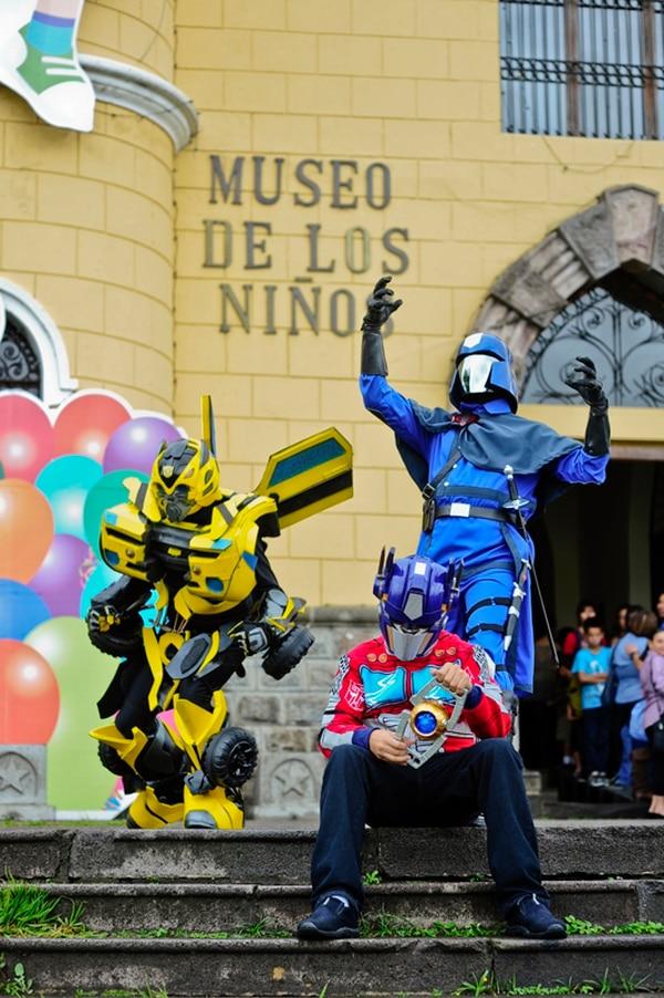 Protagonistas. Tres de los personajes que participarán de la ExpoPrime 2014, ellos se tomarán fotos con los asistentes. Ana Lucía Rodríguez.