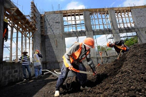 Obtener un permiso de construcción en el cantón central de San José puede tardar hasta un mes y costar cerca de ¢1,9 millones en planos, trámites, traslados, visitas y espera. Fotografía: Rafael Murillo. (Foto con fines ilustrativos).