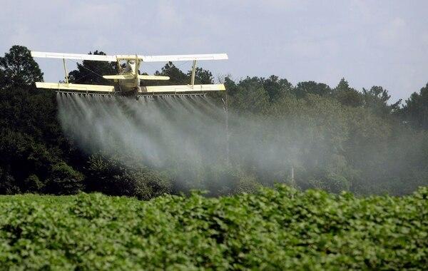 Fumigación de un terreno agrícola en Headland, estado de Alabama.
