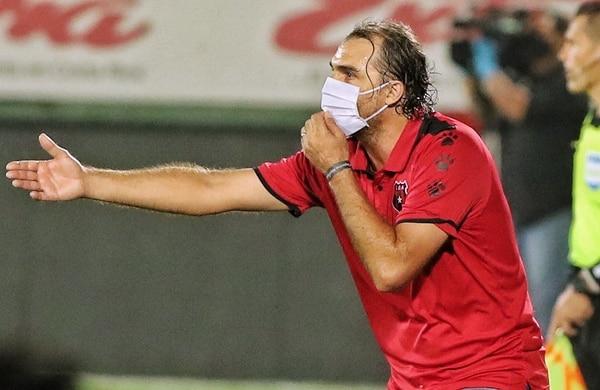 Andrés Carevic durante el juego de Alajuelense ante Saprissa. Fotografía: John Durán
