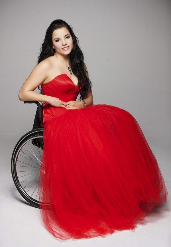 Coronada. La húngara Fanni Illés se alzó con el título de Miss Universo en sillas de ruedas. EFE.