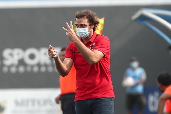 Jugadores, directiva, gerencia y hasta aficionados quieren la continuidad de Andrés Carevic. Fotografía: John Durán