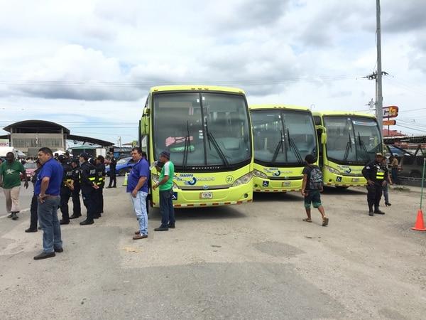 Estos tres autobuses servirán para trasladar a los migrantes africanos que se encuentran en Paso Canoas al centro de atención en Buenos Aires