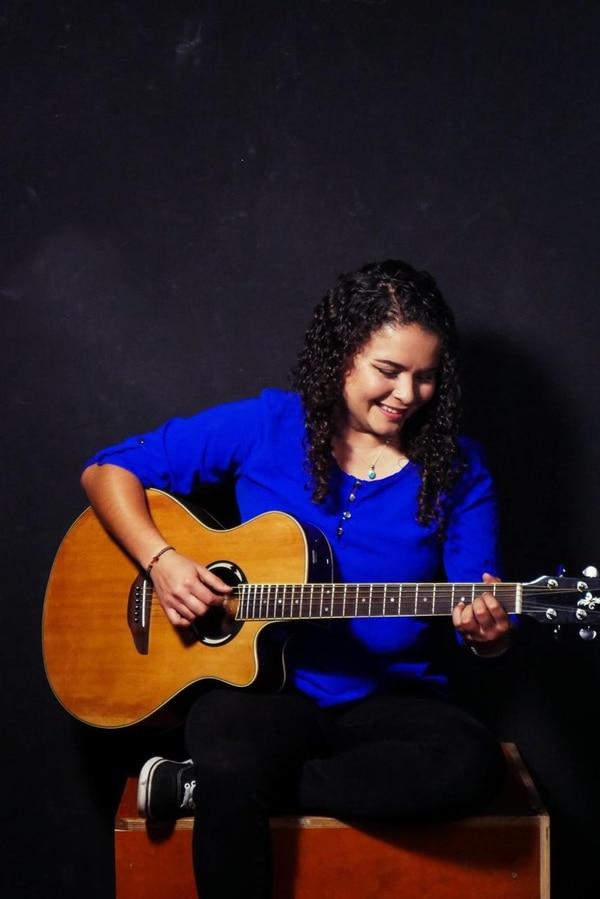 Ilse McEstavillo halló en el canto un refugio que le permitió afrontar los constantes cambios de hogar que tuvo durante su niñez. La chica oriunda de Turrialba participa en el 'reality show', 'La voz de México'.