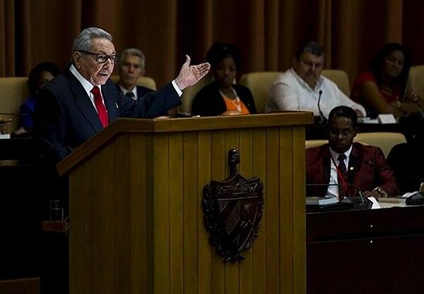 El expresidente Raúl Castro dio un discurso durante la proclamación de la nueva Constitución en el Palacio de Convenciones en La Habana, este miércoles 10 de abril del 2019.