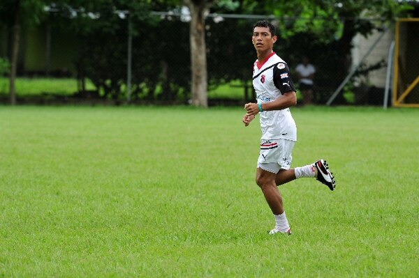 El defensor Francisco Flores tuvo escasa participación en el torneo de Verano con Alajuelense. / Archivo