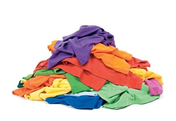 La ropa que nos ponemos tiene tantos químicos tóxicos y tejidos dañinos que podrían llegar a ocasionarnos alergias y enfermedades.