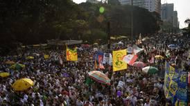 Cientos de brasileños se lanzan a las calles para protestar contra el presidente Jair Bolsonaro