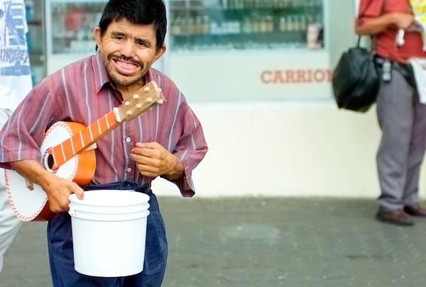 Marito Mortadela tocó sus primeras notas en la parada de Guadalupe en San José, antes de trasladarse a la avenida central.