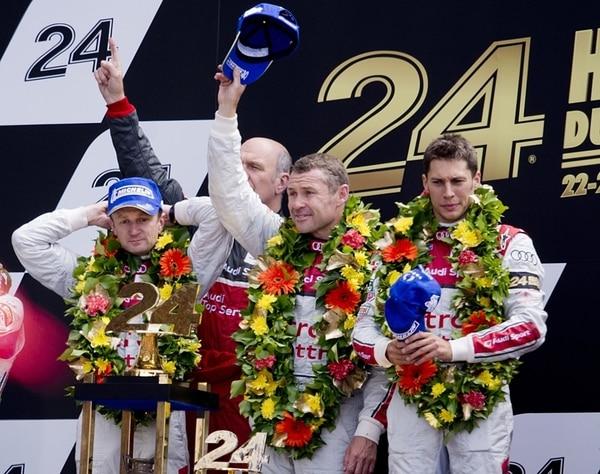 Allan Mc Nish, Tom Kristensen y Olivier Lombard celebraron. | EFE