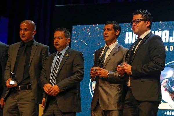 En la temporada 2016-2017, la Unafut le entregó un reconocimiento a Félix Montoya (tercero de izquierda a derecha) por superar los 500 partidos en Primera División. También fue premiado Danny Fonseca. Jafet Soto y Rodolfo Villalobos entregan galardón. Fotografía: Mayela López.