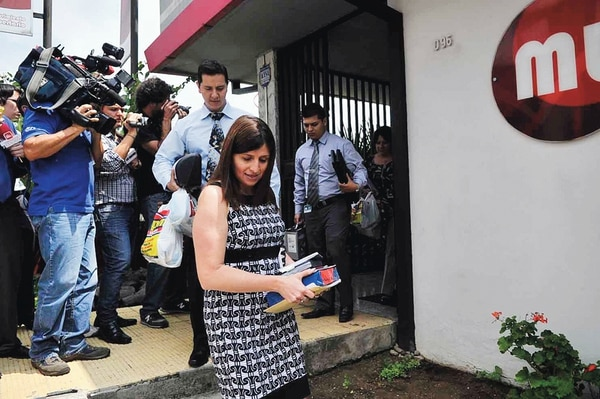 Funcionarios del Ministerio Público recolectaron documentos en la sede libertaria, en Montes de Oca, en mayo de 2011.   ALONSO TENORIO/ARCHIVO