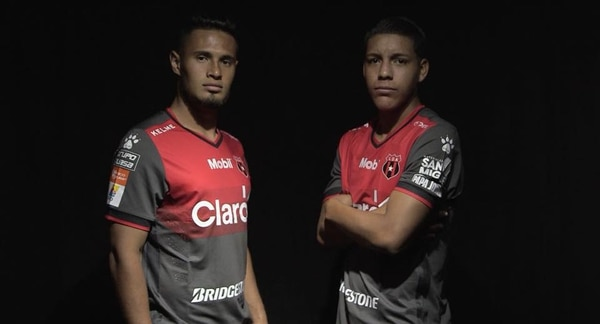 Así es la nueva camisa de la Liga. Fotografía  Prensa Alajuelense 5b05cd5135286
