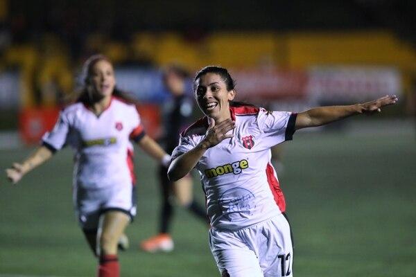 Lixy Rodríguez festeja la anotación que marcó en el Estadio El Labrador. Foto: John Durán
