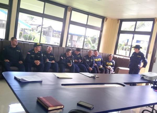 Los oficiales de todas las delegaciones policiales de Golfito son capacitados sobre el accionar ante casos de violencia contra las mujeres. Foto: MSP para LN